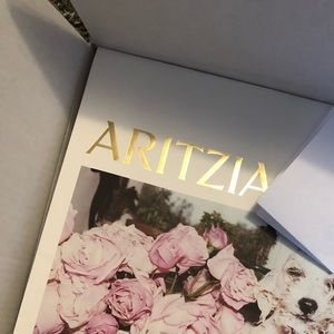 ARITZIA MYSTERY BOX 4 ITEMS and FREE GIFT